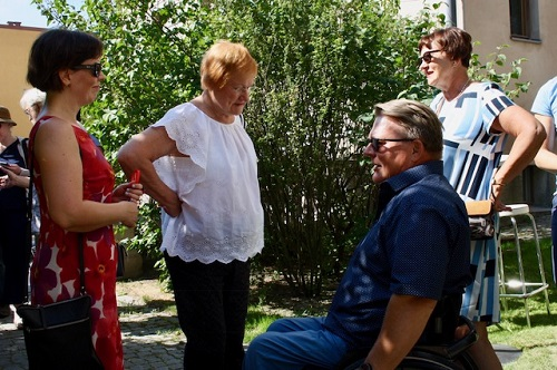 SuomiAreenassa 2018 keskustelemassa Invalidiliiton Laura Andersson, presidentti Tarja Halonen ja Invalidliiton Petri Pohjonen ja hänen vaimonsa Taru Pohjonen