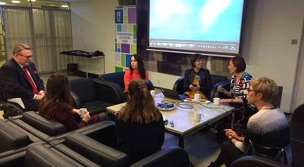 Invalidiliitto eduskunnassa tapaamassa kansanedustajia