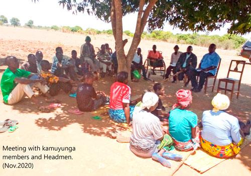 Znapdin työntekijöitä sekä Kamuyngan branchin jäseniä ja kyläpäälliköitä Sambiassa. Kuvituskuva.